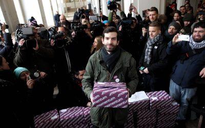 """""""Kiütöttük az első téglát a falból"""" – Fekete-Győr András beszéde az aláírások átadásakor"""