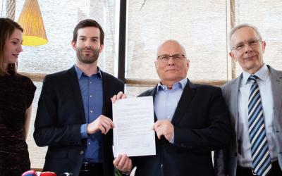 Együttműködési megállapodást írt alá a Momentum a V21 csoporttal